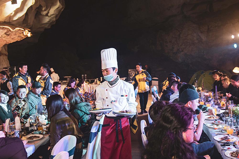 洞穴晚餐.jpg
